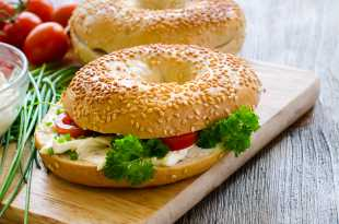 Sesame Bagel with Cream Cheese and Tomato